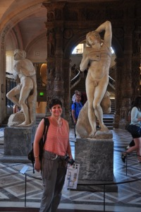 Ilise with some Da Vinci statues
