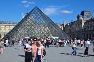 Ilise and kids in front of the Louvre